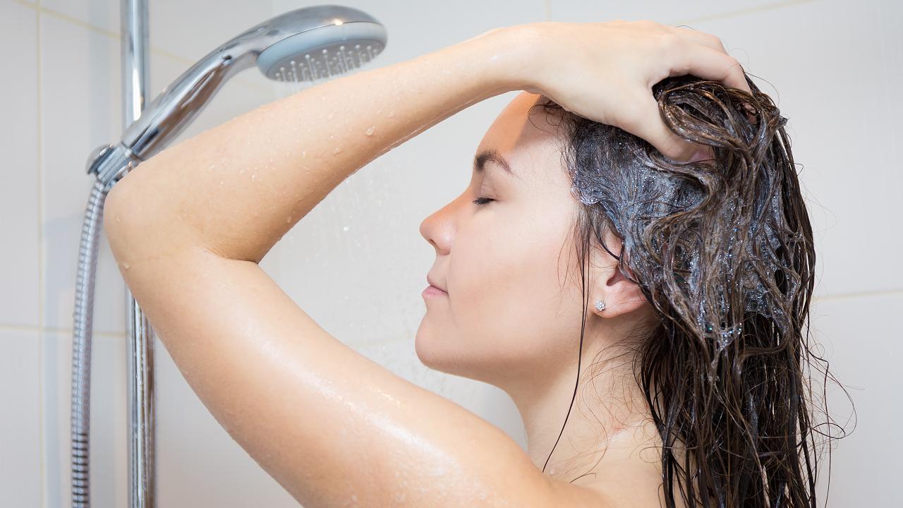 Dusch-Tipp: Nur an fünf Körperstellen musst du dich wirklich mit Seife waschen – Video