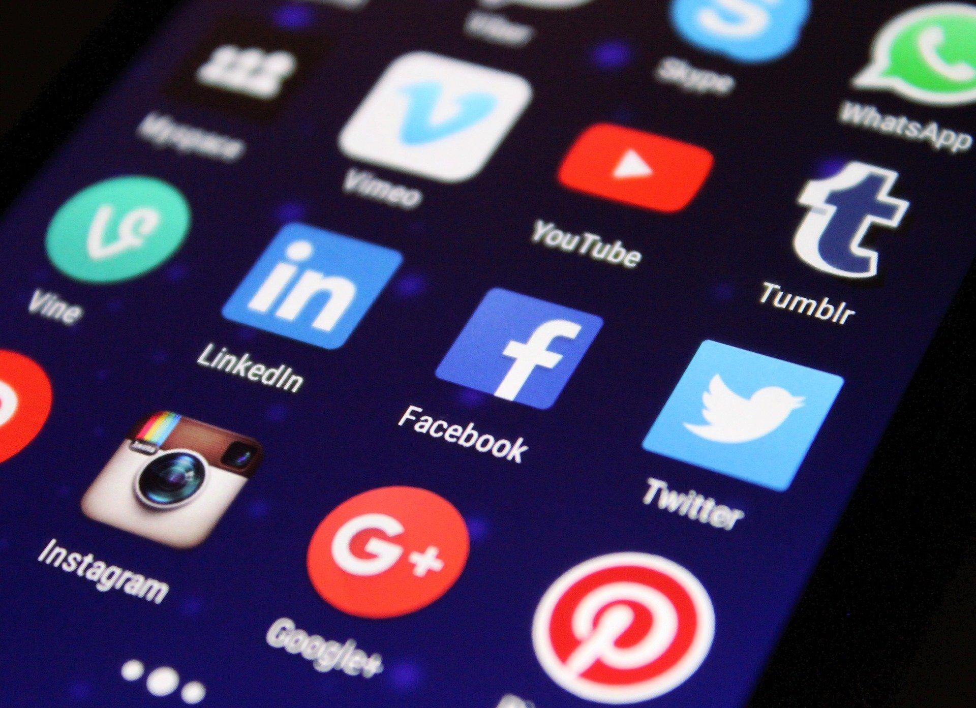 Eltern, Kinder verbringen mehr Zeit damit darüber zu diskutieren, wie der Einsatz mobiler Technologie