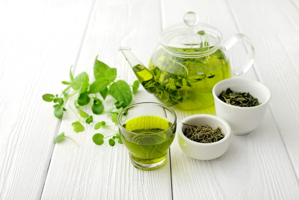 Neue Studie: Grünen Tee mit Wasser aus Flaschen aufzubrühen ist viel gesünder
