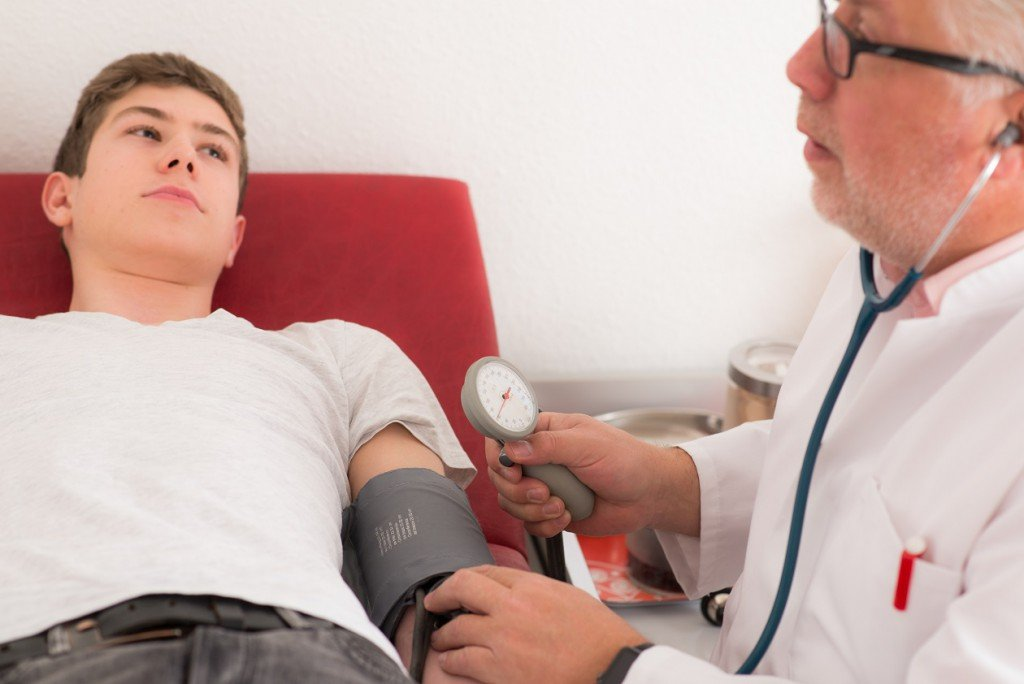 Studie: Bereits geringfügig erhöhte Blutdruckwerte können ein Zeichen für Hirnschäden sein!