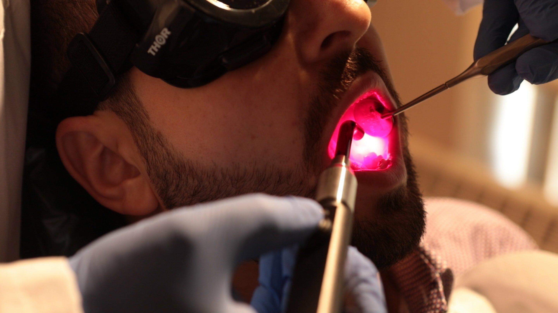 Wissenschaftler testen-Licht-Therapie Linderung von schmerzhaften Nebeneffekt der Krebsbehandlung