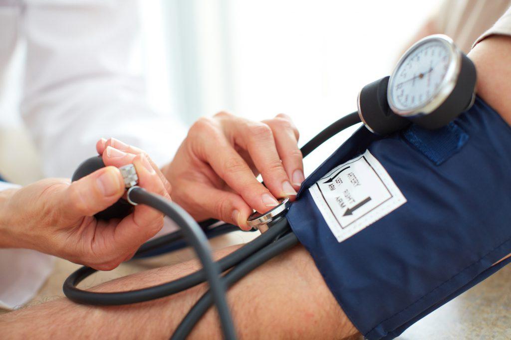 Blutdruck messen: Ausschlaggebend ist erst der zweite Blutdruck-Messwert!