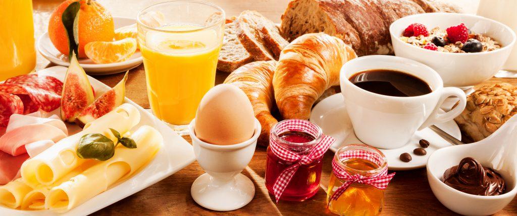 Diätische Ernährung: Das Verzichten aufs Frühstück kann auch beim Abnehmen förderlich sein!