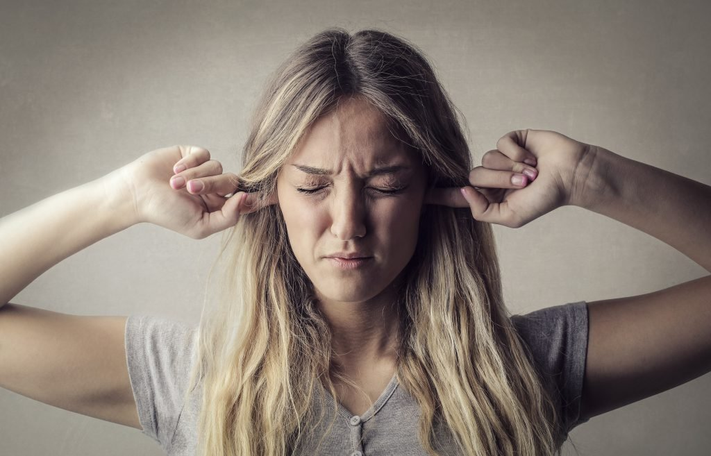 Ständiges Ohrensausen: Bei Tinnitus hilft ein Neurofeedback-Training
