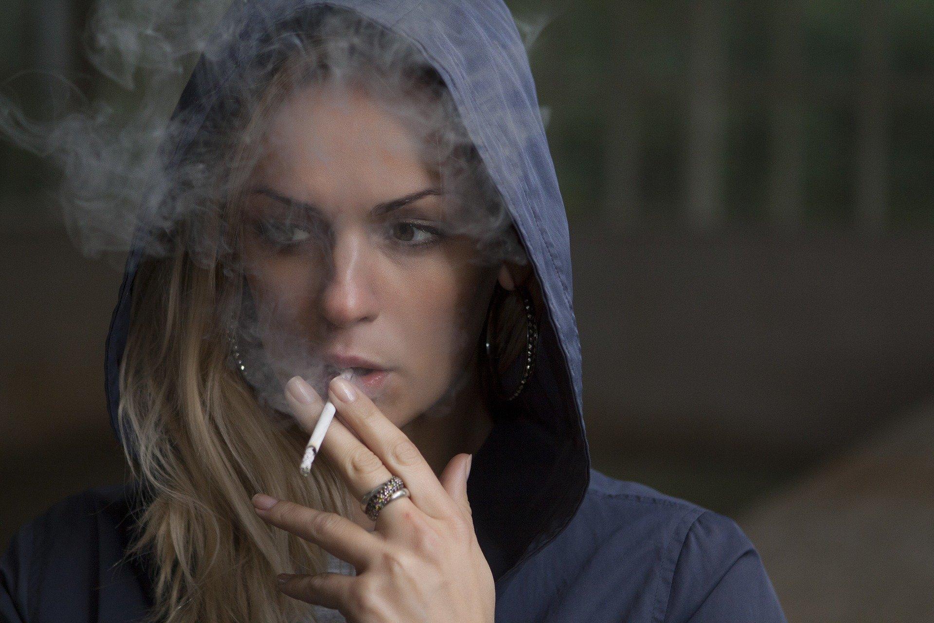 Erhöhen Sie die rechtliche Kauf Alter das Rauchen zu reduzieren-raten bei Jungen Menschen, fordert Experte