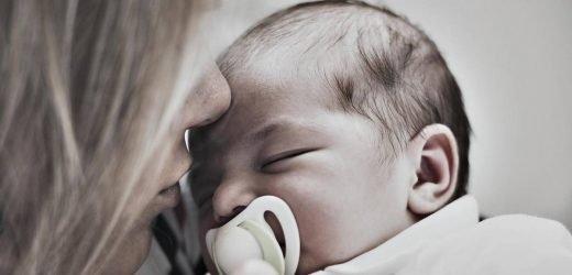 Ein neues Medikament soll jungen Müttern bei Wochenbett-Depressionen besser helfen