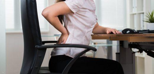 """Dieser Arzt weigert sich zu sitzen: """"Stühle machen uns schwer krank"""""""