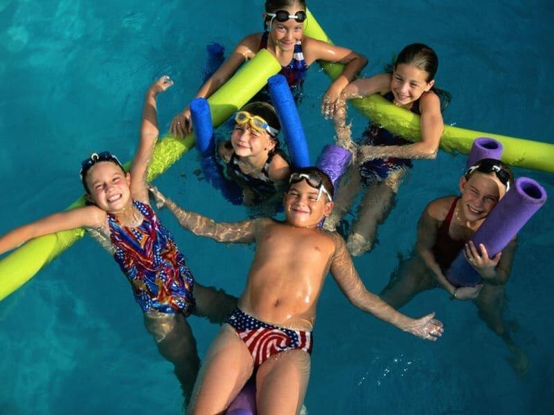Hunderte von Jungen Kinder ertrinken in Schwimmbädern im Jahr, halten Ihre sichere