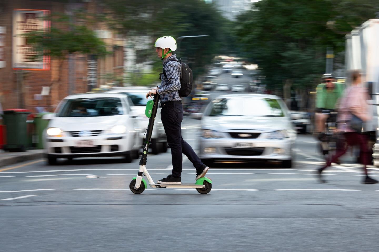 Studie findet fast die Hälfte der gemeinsam genutzten e-Scooter geritten illegal