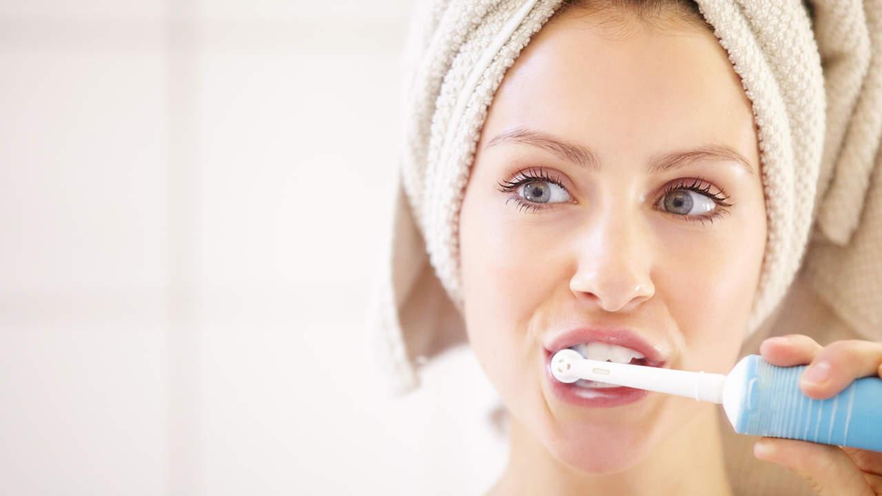 Kim Kardashian-Zugelassenen Elektrischen Zahnbürste Ist Wirklich Wert der Hype—und Es ist auf Verkauf das Ganze Wochenende