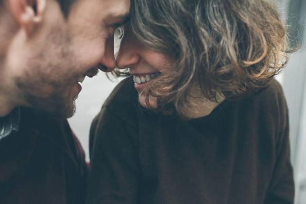 Forscher finden heraus: Wer ewig einen Partner behalten will, muss mit ihm lachen können