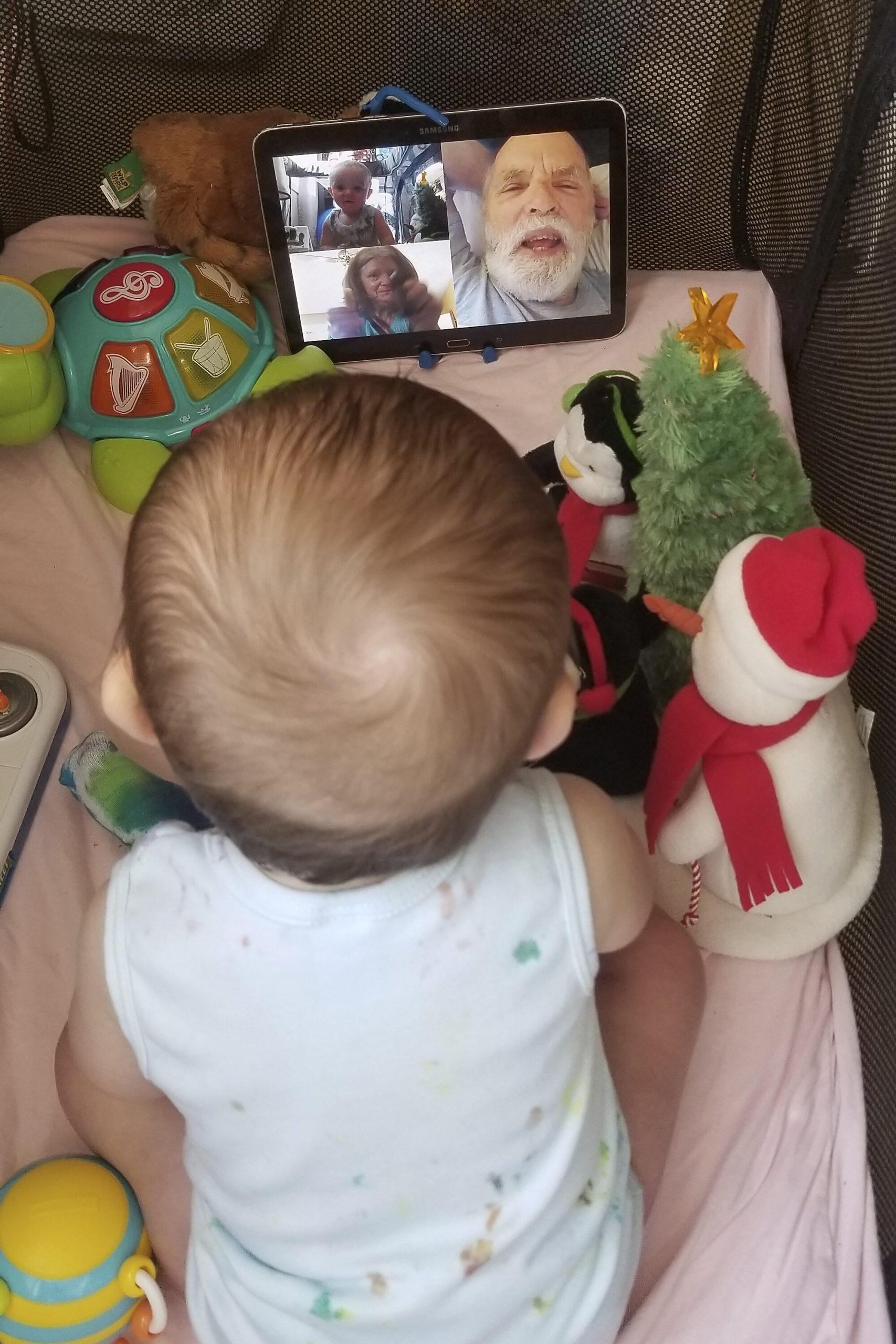 Grandparenting goes digital als virus hält ältere Erwachsene zu Hause