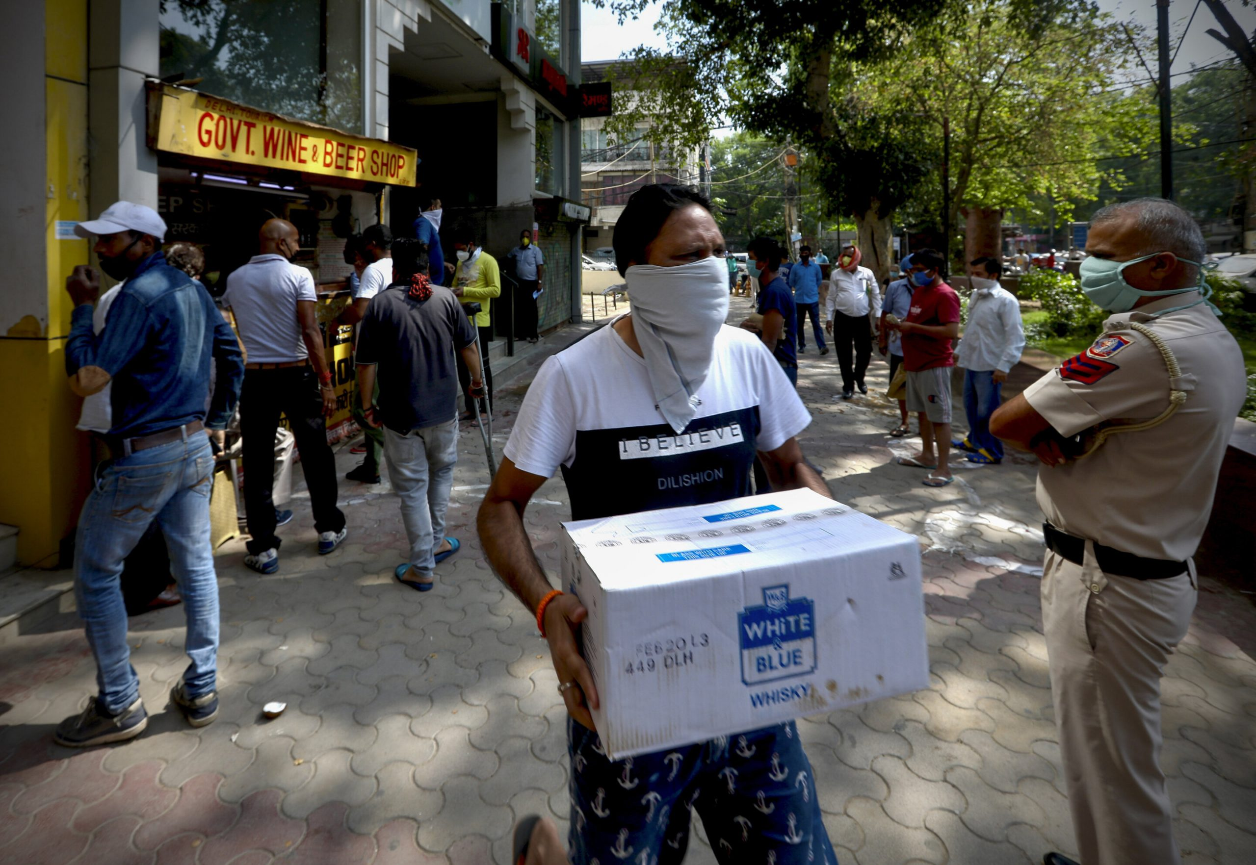 Indiens virus lockdown gelockert, während die Infektionsrate mit Geschwindigkeiten bis