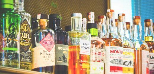 Alkohol-anzeigen entwickelt, um halten Sie lachen den ganzen Weg um die Flasche shop