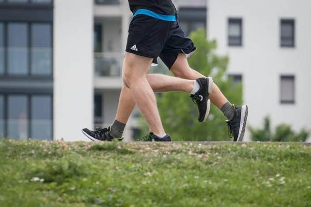 Senkfuß bis Läuferknie: Wann sind Einlagen beim Joggen sinnvoll?