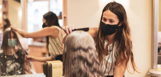 Friseure haben Corona – aber wegen ihrer Masken stecken sie niemanden an