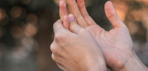 Handschmerzen können auf Gicht hindeuten – Naturheilkunde & Naturheilverfahren Fachportal